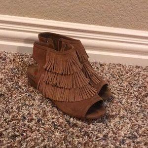 Super cute heels with fringe